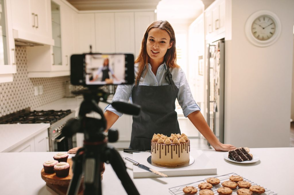 Vlogger Baking